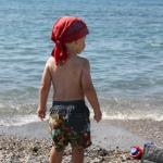 Lukas cool am Strand