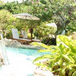 Liegebereich im tropischen Garten