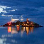 Offshore Island bei Nacht