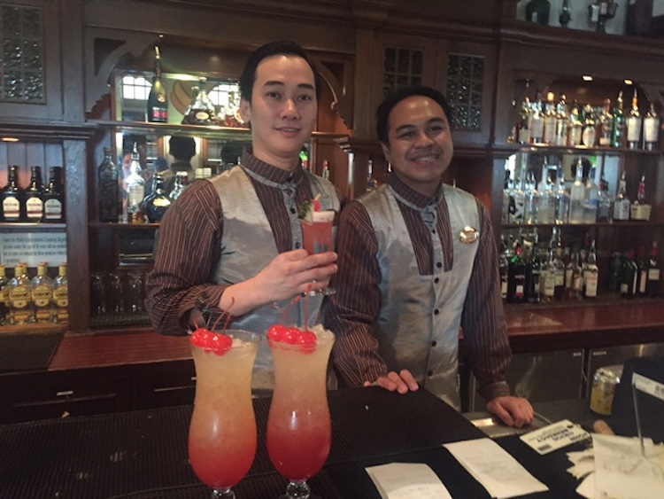 Singapore Sling in der Long Bar im Raffles Hotel