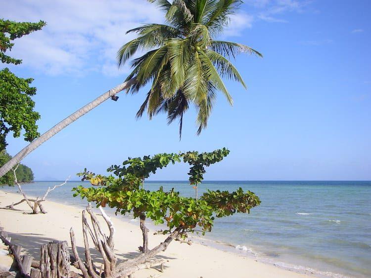 Thapwarin Strand bei beginnder Ebbe