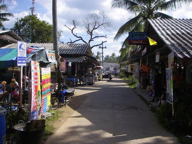 Village Road auf Koh Mook