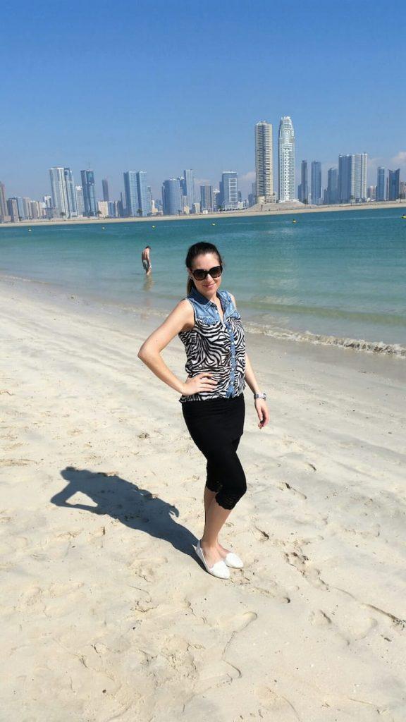 Maria Weinberger am Strand von Dubai