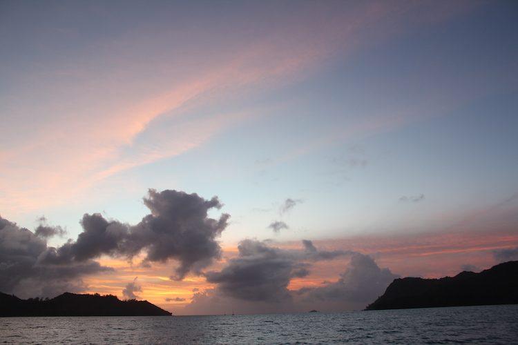 Sonnenaufgang irgendwo auf den Seychellen