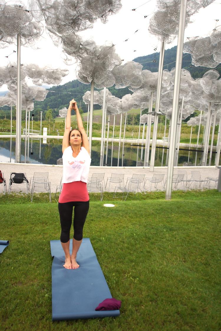 Yoga unter den Kristallwolken