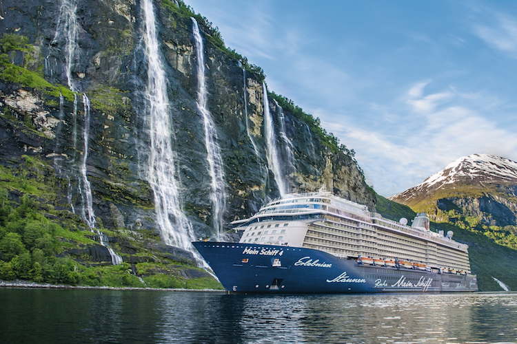 Die Mein Schiff 4 in Norwegen (copyright TUI Cruises)