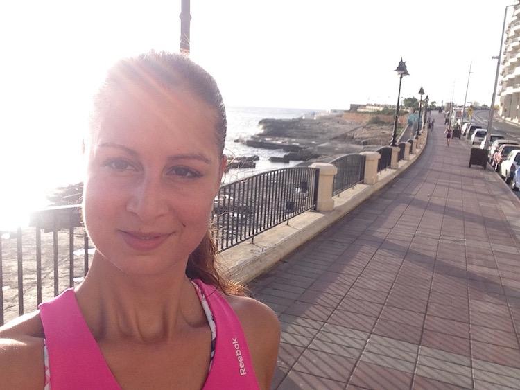 Morgenlauf an der Uferpromenade in Sliema