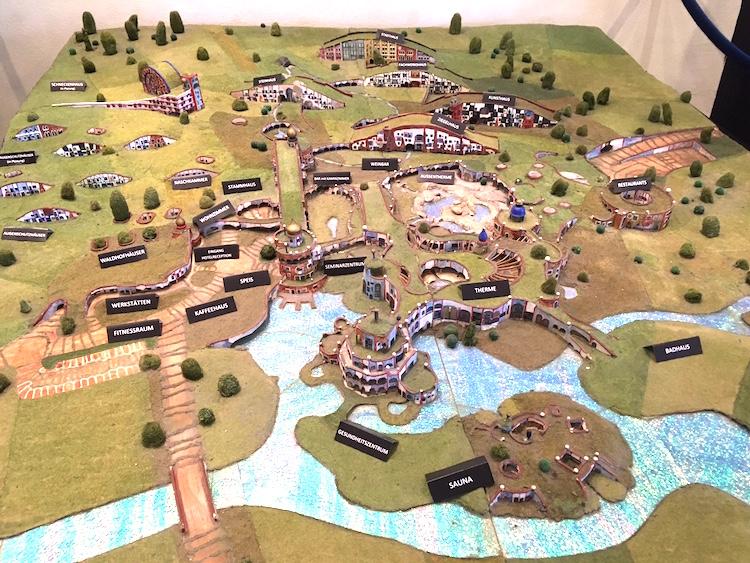 Modell der Hundertwassertherme