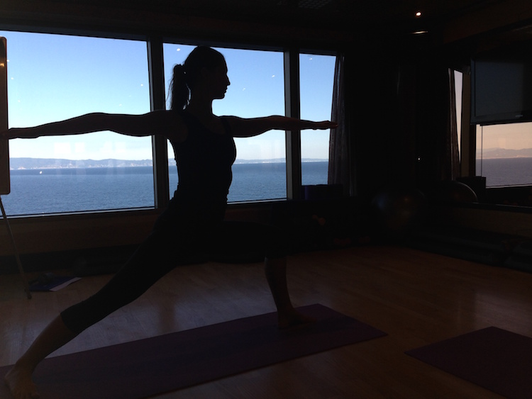 Yoga auf der Costa Luminosa mit Meerblick