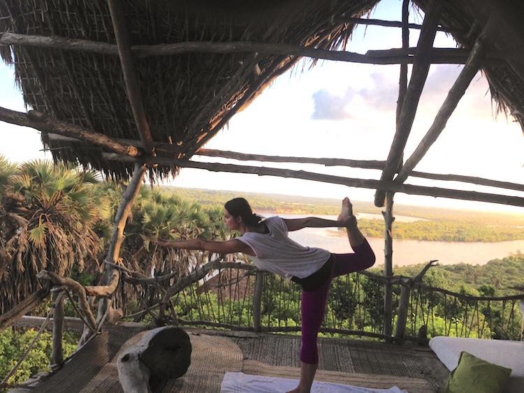 Yoga zum Sonnenaufgang in der Delta Dunes Lodge #kamah