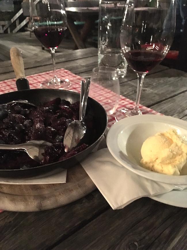 Moosbeeren-Schmarrn mit Vanilleeis