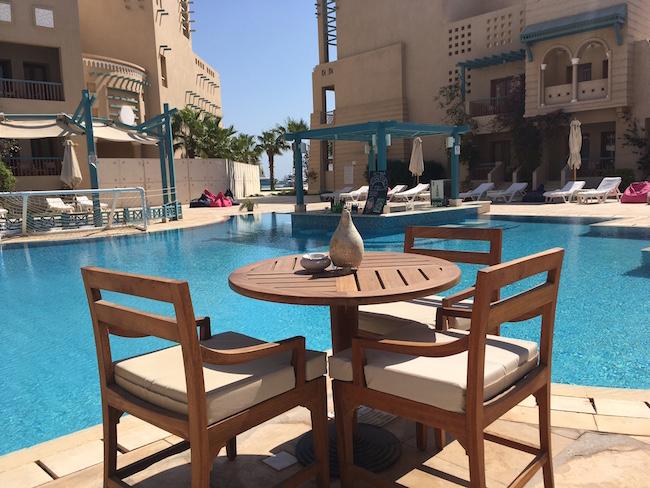 Pool im Hotel Mosaique