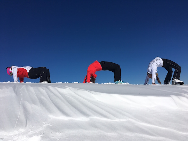 Die Brücke - yoga on snow